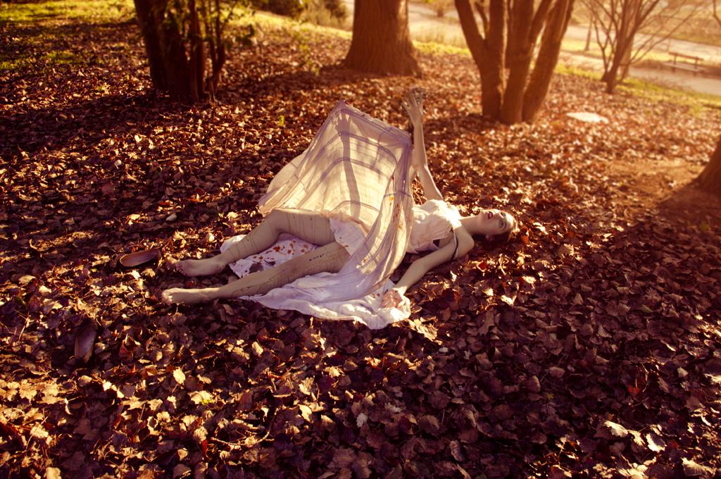 Violación entre las hojas